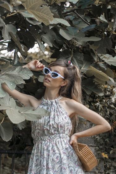 Vestido Flora con espalda abierta y tirantes cruzados Piccola Lucía
